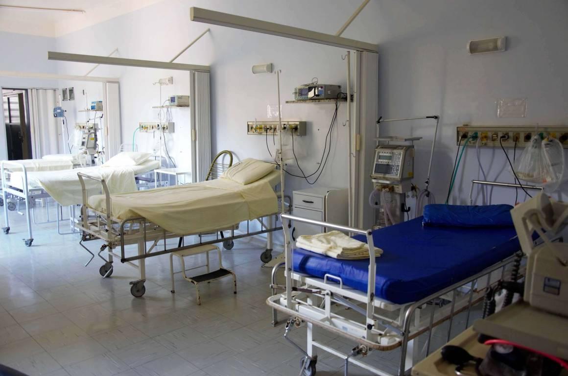 Bras De Fer à La Clinique Saint Pierre Perpignan Entre Les
